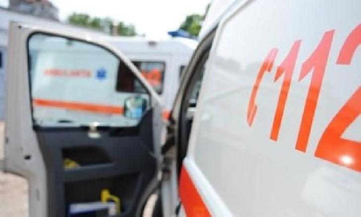 Accident rutier în Vălenii de Munte. O minoră în vârstă de 3 ani a fost transportată la spital