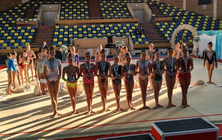 """CSM PLOIESTI.Sportivele secţiei de gimnastică ritmică, 20 de medalii cucerite la """"Arad Trophy"""""""