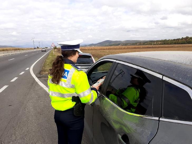 Razie a politistilor prahoveni  pe DN1 E60, pentru combaterea nerespectării regimului legal de viteză.Au fost aplicate 63 de sancţiuni contravenţionale